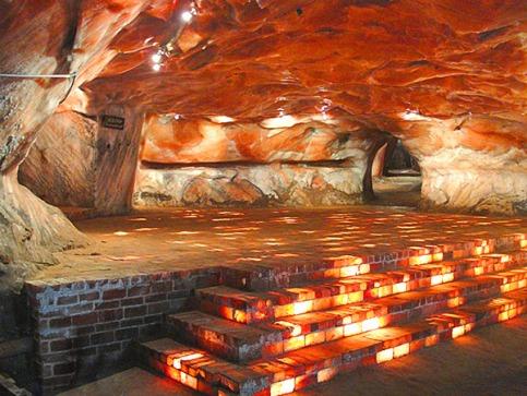 inside-himalayan-pink-salt-mine-rooms_600x450